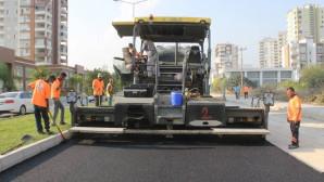 Mersin Büyükşehir Vayan Caddesi'de Sıcak Asfalt Çalışması Yapıldı