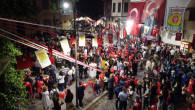 Tarsuslular Caddeleri Türk Bayrakları İle Gelincik Tarlasına Çevirip Cumhuriyet İçin Yürüdüler
