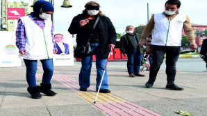 Gözleri Kapalı Yürüdüler, Empati Kurdular