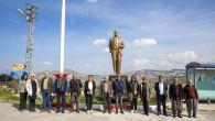 Muhtar Talep Etti, Büyükşehir'in Bürokratları Sorunlarını Yerinde Dinledi