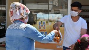 Tarsus Belediyesi'ne Ait Topraklarda Yetişen Ürünler Dar Gelirli Vatandaşların Sofrasına Ulaşıyor