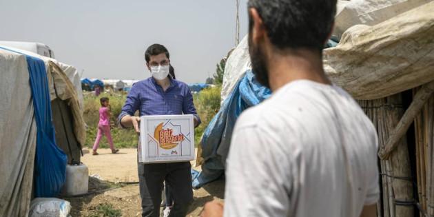 Ekipler, Tarım İşçilerine Bayram Öncesi Gıda Kolisi Ulaştırdı
