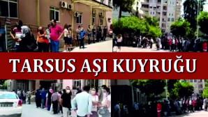 TARSUS DEVLET HASTANESİ'NDEKİ COVİD19 AŞI KUYRUĞU UZADIKÇA UZADI.