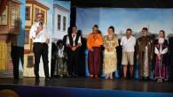 -Cengiz Küçükayvaz Tiyatrosu Tarsuslulara Kahkaha Dolu Bir Gece Yaşattı
