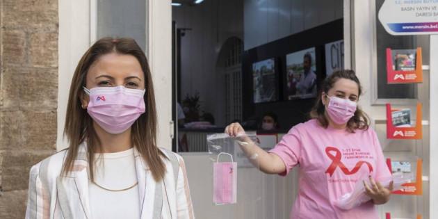 Büyükşehir, Meme Kanserine Dikkat Çekmek İçin Pembe Maske Dağıttı
